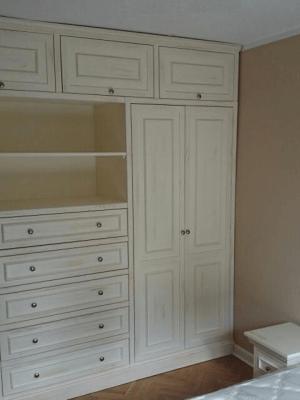Duża biała stylizowana szafa na zamówienie