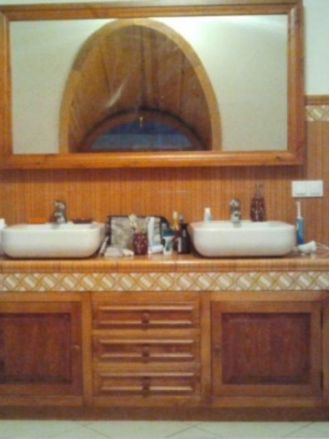 Meble do łazienki z murowanym blatem