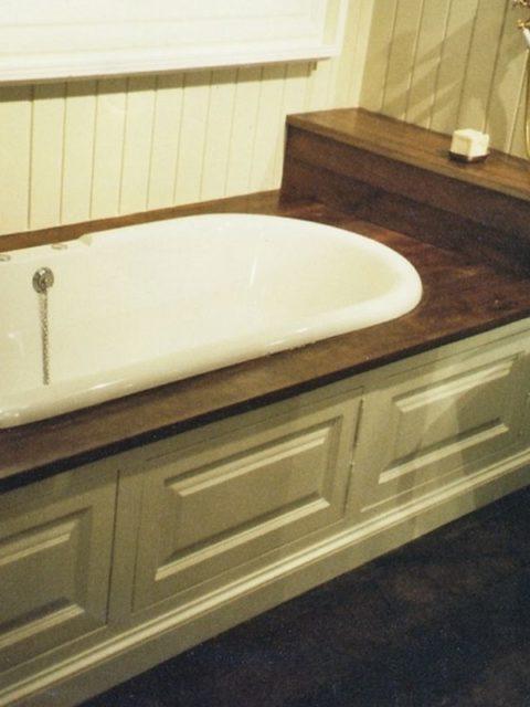 Meble malowane na biało do łazienki 103