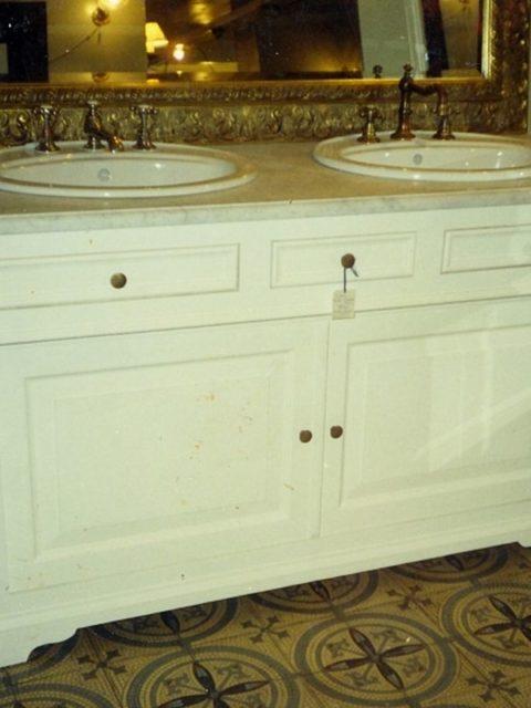 Meble malowane na biało do łazienki 104