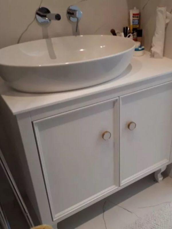 Szafka łazienkowa na jedną umywalkę